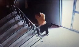 สาวใหญ่ไม่พูดไม่จา วิ่งขึ้นโรงพักชั้น 3 ดิ่งตัวตกกระแทกพื้น-เจ็บสาหัส