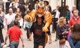 ช่างภาพหนุ่ม มาราธอนแบกเสือเพื่อการกุศล