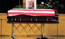 ภาพเศร้าใจ! สุนัขเฝ้าโรงศพทหารผ่านศึก