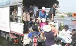 กลัวเอาไม่อยู่! ชาวนนทบุรี ยกของหนีน้ำ หวั่นซ้ำรอยปีที่แล้ว