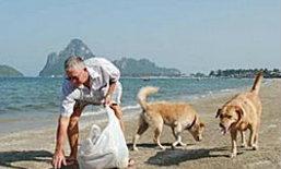 ฮือฮา! ฝรั่งเก็บขยะชายหาดประจวบฯกว่า10ปี