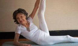 ครูรุ่นยายสอนโยคะแก่ที่สุดในโลกวัย 93 ปี