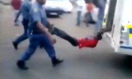ตร.แอฟริกาใต้โหด จับคนขับแท็กซี่ลากไปตามถนนจนตาย