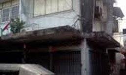 กันสาดปูนตึกแถวตลาดคลองเตยถล่มสาวท้องเจ็บ