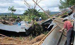 พายุหลงฤดู พัดถล่มเชียงราย บ้านหลังคาปลิว-รถเสียหายยับ