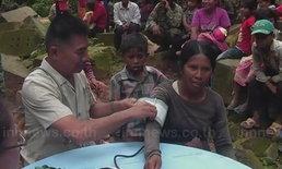 หมอไทยบริการตรวจสุขภาพให้ชาวเขมร