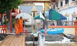 วัดไทรม้านนทบุรีน้ำเริ่มเอ่อล้นเฝ้า 24 ชั่วโมง