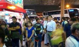 """""""ชัชชาติ""""แบกกระเป๋าขึ้นบขส. ร่วมงานสร้างอนาคตไทยฯ ที่อุบลฯ"""
