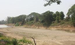 แม่น้ำยมแห้งขอดจนเห็นสันดอนทราย