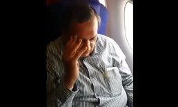 ถ่ายคลิปให้โลกรู้ ลุงอินเดียลูบไล้สาวบนเครื่องบิน