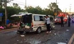 รถตู้ชนเละเก๋งนักศึกษาดับ หนุ่มบัณฑิตเจ็บขา เข้ารับปริญญาต่อ