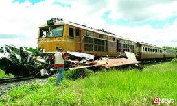 รถด่วนสายเหนือ พุ่งชนกระจุยรถบรรทุก 6 ล้อ กระเด็นดับ 2 ศพ