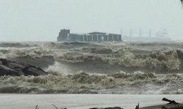 คลื่นลมแรง-น้ำทะเลหนุน ซัดอ่วมชายฝั่งชุมพร-นครศรีฯ