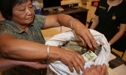 พนักงานตะลึง สามีภรรยาหอบเงินสดใส่ถุงกระสอบไปซื้อบ้าน