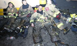 หมดแรง นักดับเพลิงจีนนอนตามถนน หลังตะลุยดับไฟนานข้ามวันข้ามคืน