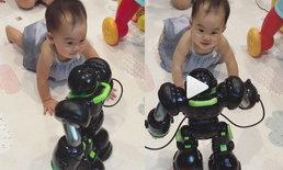 เมื่อเป่าเปาเจอกับหุ่นยนต์พูดได้ เพื่อนใหม่ที่พ่อบี้ส่งมาให้จากจีน