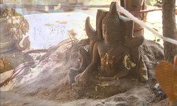 ตะลึง! พระพุทธรูปโผล่จากจอมปลวก ชาวบ้านเชื่อในความศักดิ์สิทธิ์ แห่ดูเลขเด็ด