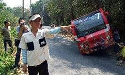 รถรางสวนสัตว์เชียงใหม่เสียหลัก นักข่าวทีวีเจ็บ2