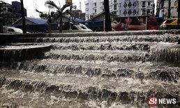 พัทยา...น้ำตกก็มี ฝนซัดน้ำท่วมล้นฟุตปาธ ไหลลงทะเล