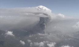 ภูเขาไฟในญี่ปุ่นปะทุพุ่งเถ้าถ่านกว่า 1,700 เมตร ยังคงเฝ้าระวังต่อเนื่อง