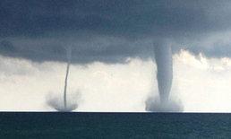 ชายอินโดฯ ระทึก เจอพายุงวงช้าง 3 ลูก ขณะนั่งเรืออยู่กลางทะเล