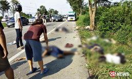 ภาพสุดสลด สองแถวพุ่งชนต้นประดู่ กระเด็นเจ็บอื้อ-ตาย 5 ศพ