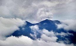 ภูเขาไฟอากุงบนเกาะบาหลีปะทุ พ่นควันสูง 700 ม.