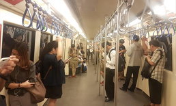 เสียงสะท้อนขรม MRT ถอดที่นั่ง-เพิ่มที่ว่างในขบวนรถไฟฟ้าใต้ดินวันแรก