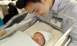 """ยลโฉมลูกชายคนแรก """"น้องคิริน"""" คุณพ่อมือใหม่ """"เตชินท์"""""""