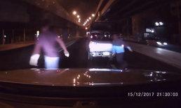 บีบแตรไล่รถจอดดูอุบัติเหตุ เจอขับปาดหน้า-หยิบอีโต้ไล่ฟัน ต้องไหว้ขอชีวิต