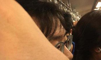 สาวโวยกลางขบวนรถไฟฟ้าใต้ดิน โดนหนุ่มหื่นเอานิ้วล้วงกระโปรง
