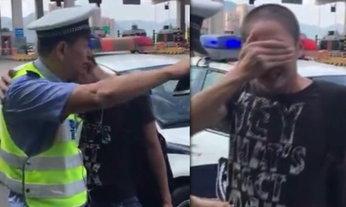 ดราม่าเคล้าน้ำตา หนุ่มจีนร้องสะอื้น เมื่อคุณตำรวจแจกใบสั่ง