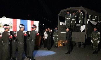 รดน้ำศพ 4 ทหารกล้าเหตุบึ้มปัตตานี ก่อนนำร่างกลับมาตุภูมิ