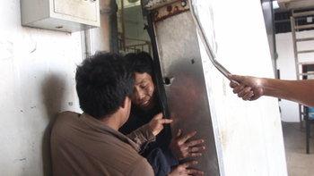 นาทีระทึก ประตูห้องเย็นโรงงานพัง ขังคนงานติดอยู่อุณหภูมิ -18