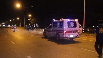 หนุ่มใหญ่เดินเท้ากลับบ้าน ถูกรถชนร่างขาด 2 ท่อน