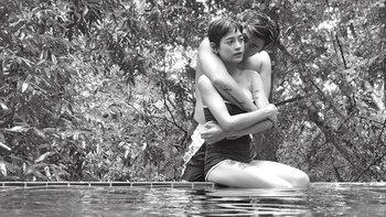 """""""สายป่าน อภิญญา"""" กอดคอสวีทแฟนในสระว่ายน้ำ"""