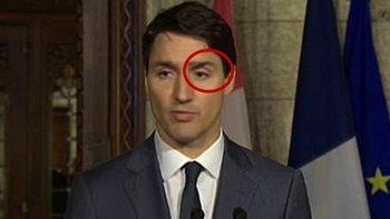 ไม่ปลอมแค่การหักเหของแสง นายกฯแคนาดาคิ้วหลุดขณะแถลงประชุม G7