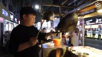 ลูกค้าติดตรึม เด็กหนุ่มวัย 15 ผู้โด่งดังด้วยลีลาการผัดข้าว
