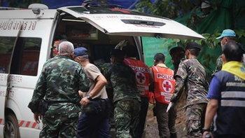 เปิดคลิป-ภาพปฏิบัติการช่วยเหลือทีมหมูป่า 4 คนแรก ออกจากถ้ำหลวงได้สำเร็จ