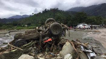 """""""ปาปัว"""" อินโดนีเซีย เผชิญน้ำท่วมฉับพลัน สังเวยแล้ว 50 ศพ"""