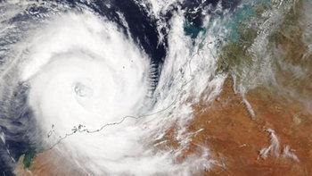 ออสเตรเลียเผชิญหน้าพายุฝนถล่ม จากอิทธิพลพายุไซโคลน 2 ลูกซ้อน