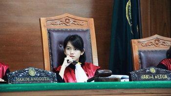 ดังข้ามประเทศ แชร์ว่อนเน็ตสาวน่ารักนั่งบัลลังก์ผู้พิพากษา คนแห่แซวน่าไปเป็นเกิร์ลกรุ๊ป