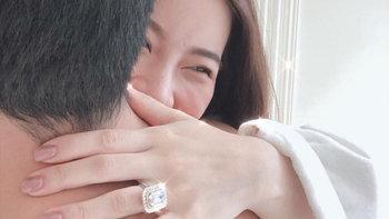 """""""แนน ปิยะดา"""" ชีวิตดี๊ดี สามีให้แหวนเป็นของขวัญ เพชรเม็ดใหญ่มากนึกว่าไข่ห่าน"""