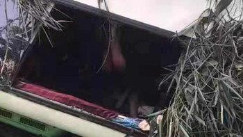 รถทัวร์เที่ยวลาวคว่ำกลางเขา นักท่องเที่ยวจีนดับ 13 ศพ สูญหายอีก 2