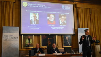 3 นักวิทย์ค้นพบด้านอวกาศ คว้ารางวัลโนเบล สาขาฟิสิกส์ ปี 2019 ร่วมกัน