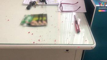 สาวโดนจับคดีลักทรัพย์ ล้วงมีดกรีดคอตัวเองกลางโรงพัก ลูกชาย 4 ขวบนั่งร้องไห้