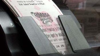"""เงินรางวัล """"หวยเมกะ มิลเลียนส์"""" ของสหรัฐฯ พุ่งกว่า 21,000 ล้านบาท"""