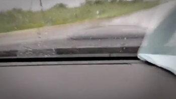 หนุ่มไลฟ์ขับรถฝ่าฝนกลับบ้าน กลายเป็นภาพสุดท้าย ก่อนรถคว่ำจมคูน้ำ