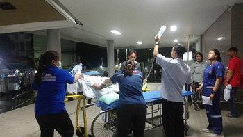 พร้อมรับมือน้ำท่วม อพยพผู้ป่วยวิกฤต 9 ราย ออกจากรพ.บางสะพาน