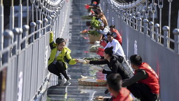 ตลาดนี้ต้องใจกล้า พ่อค้าแม่ค้าจีน เปิดตลาดหวาดเสียวที่สุดในโลก